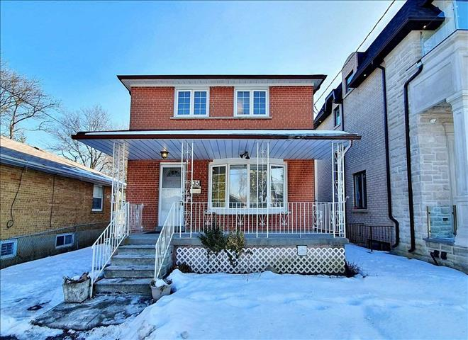 35 Nipigon Ave