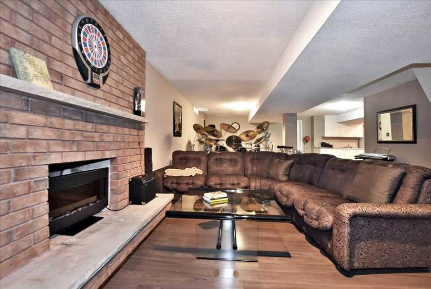 78 Alderwood St Whitchurch-Stouffville Sooyan Leylaeion